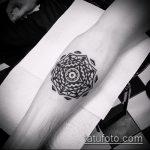 Зачетный пример готовой татуировки круг – рисунок подойдет для тату волна в круге