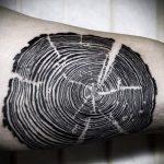 Оригинальный вариант выполненной тату круг – рисунок подойдет для тату дерево в круге