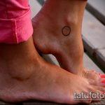 Классный вариант выполненной татуировки круг – рисунок подойдет для тату звезда в круге