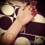 Оригинальный вариант существующей наколки круг – рисунок подойдет для тату круге плече
