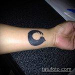 Оригинальный пример нанесенной татуировки круг – рисунок подойдет для тату узоры круг