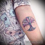 Уникальный пример нанесенной наколки круг – рисунок подойдет для тату круг перьями