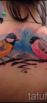 Крутой вариант идеи татуировки снегирь в готовой тату на фото – для статьи про смысл тату снегирь