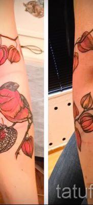 Достойный вариант идеи наколки снегирь в готовой татуировке на фотографии – для материала про смысл тату снегирь