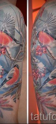 Интересный вариант идеи наколки снегирь в готовой татуировке на фотографии – для статьи про смысл тату снегирь
