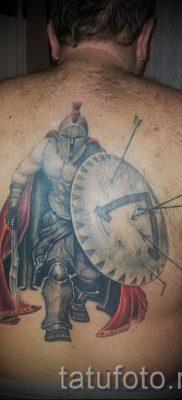 Фото классной тату щит и меч для статьи про смысл тату щит с мечем