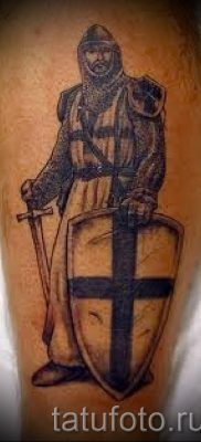 Вариант удачной наколки щит и меч для материала про значение тату щит с мечем
