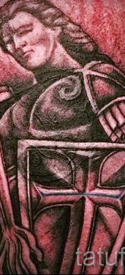 Вариант интересной наколки щит и меч для материала про значение тату щит с мечем
