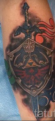 Вариант крутой татуировки щит и меч для заметки про смысл тату щит с мечем