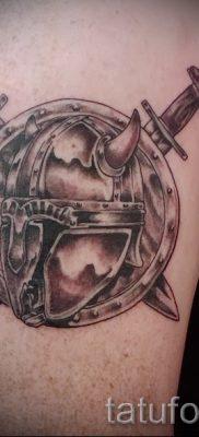 Рисунок крутой наколки щит и меч для заметки про историю тату щит с мечем