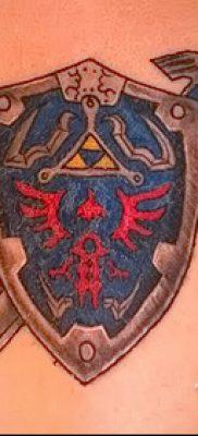 Фото удачной наколки щит и меч для материала про смысл тату щит с мечем