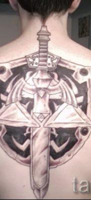 Рисунок крутой наколки щит и меч для материала про смысл тату щит с мечем
