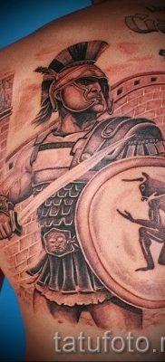 Фотография классной наколки щит и меч для заметки про значение тату щит с мечем