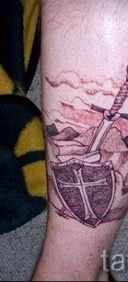Рисунок крутой татуировки щит и меч для статьи про смысл тату щит с мечем