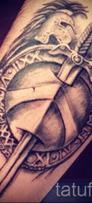 Рисунок удачной наколки щит и меч для заметки про толкование тату щит с мечем