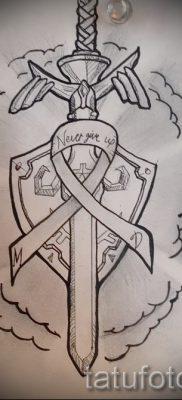 Фото классной тату щит и меч для статьи про историю тату щит с мечем