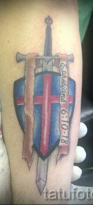 Вариант крутой татуировки щит и меч для материала про значение тату щит с мечем