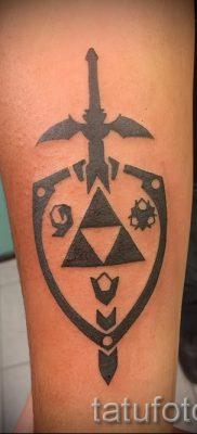 Идея удачной наколки щит и меч для заметки про значение тату щит с мечем