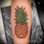 Крутой пример существующей татуировки ананас – рисунок подойдет для тату ананас на запястье