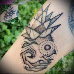 Уникальный вариант нанесенной тату ананас – рисунок подойдет для тату ананас на бедре