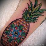 Крутой пример нанесенной наколки ананас – рисунок подойдет для тату ананас tiny love