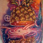 Прикольный пример готовой тату ананас – рисунок подойдет для тату ананас на пальце