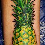 Интересный вариант выполненной татуировки ананас – рисунок подойдет для тату ананас на запястье