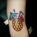 Интересный вариант существующей тату ананас – рисунок подойдет для тату ананас на пальце