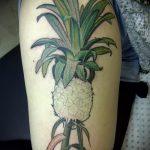 Классный пример выполненной тату ананас – рисунок подойдет для tattoo ananas