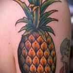 Классный вариант готовой наколки ананас – рисунок подойдет для тату ананас на руке