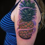 Зачетный вариант нанесенной татуировки ананас – рисунок подойдет для tattoo ananas