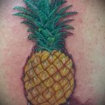 Оригинальный вариант выполненной наколки ананас – рисунок подойдет для тату ананас на пальце
