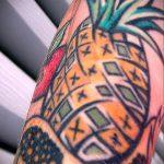 Уникальный вариант выполненной татуировки ананас – рисунок подойдет для tattoo ananas
