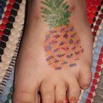 Уникальный пример выполненной наколки ананас – рисунок подойдет для тату ананас на шее