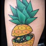 Крутой вариант выполненной татуировки ананас – рисунок подойдет для тату ананас на пальце