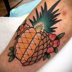 Уникальный пример готовой наколки ананас – рисунок подойдет для тату ананас на запястье
