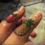 Классный пример выполненной наколки ананас – рисунок подойдет для тату ананас tiny love