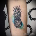 Оригинальный вариант нанесенной наколки ананас – рисунок подойдет для тату ананас на бедре
