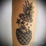 Прикольный пример выполненной татуировки ананас – рисунок подойдет для тату ананас tiny love