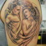 Классный вариант нанесенной наколки ангел и демон – рисунок подойдет для тату надпись ангел и демон