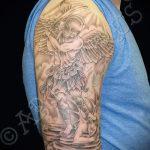 Интересный пример выполненной татуировки Архангел Михаил – рисунок подойдет для тату архангел михаил на зоне