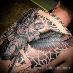 Прикольный вариант нанесенной татуировки Архангел Михаил – рисунок подойдет для тату архангел михаил на спине
