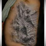 Крутой пример выполненной тату Архангел Михаил – рисунок подойдет для тату архангел михаил на лопатке