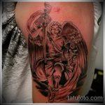 Оригинальный пример существующей татуировки Архангел Михаил – рисунок подойдет для тату архангел михаил с щитом и копьём