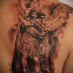 Крутой вариант выполненной наколки Архангел Михаил – рисунок подойдет для архангел михаил тату на руке