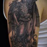 Уникальный пример нанесенной татуировки Архангел Михаил – рисунок подойдет для архангел михаил тату на спине