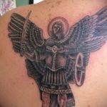 Зачетный вариант выполненной тату Архангел Михаил – рисунок подойдет для тату архангел михаил на плече