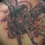 Крутой пример готовой наколки Архангел Михаил – рисунок подойдет для тату архангела михаила с щитом