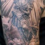 Уникальный вариант выполненной тату Архангел Михаил – рисунок подойдет для тату архангел михаил на зоне