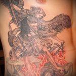 Интересный пример готовой наколки Архангел Михаил – рисунок подойдет для тату архангел михаил с щитом и копьём